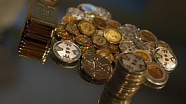 Стоимость биткойна впервые превысила $2000