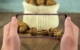 Президент Xiaomi разбил грецкий орех с помощью Redmi Note 7