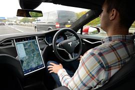 Автопилот Tesla обманули с помощью простых стикеров