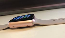 На Apple подали в суд из-за раздувающихся батарей Apple Watch