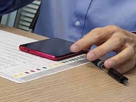 В сеть попала фотография топового смартфона Redmi с выдвижной селфи-камерой