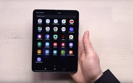 Видео: Samsung показала Galaxy Fold нескольким знаменитостям