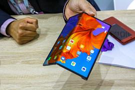 В сеть попало видео с распаковкой Huawei Mate X