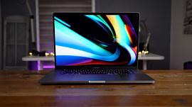 Покупатели 16-дюймовых MacBook Pro пожаловались на «хлопающий» динамик и дефектный экран