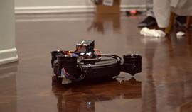Видео: ютюбер сконструировал летающий робот-пылесос