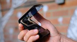 Motorola: «Неровности экрана нового Razr — это нормально»