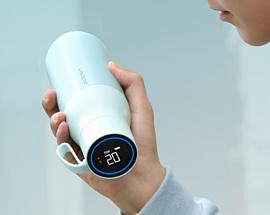 Huawei выпустила умную термокружку с дисплеем, который показывает температуру внутри