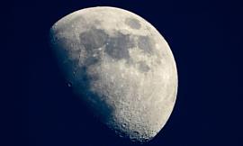 На видимой стороне Луны обнаружили воду