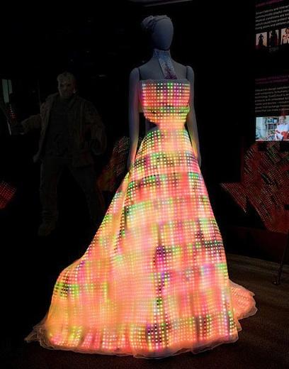 Мода в стиле «хай-тек»: светодиодное платье!