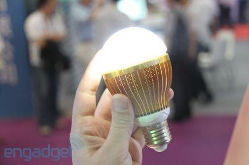 Умная LED лампочка от Lite-On работает и без электричества