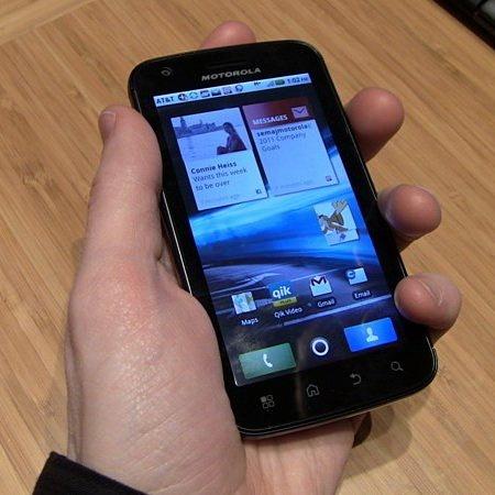 Продажи планшета Motorola Xoom и смартфона Atrix: сплошное разочарование