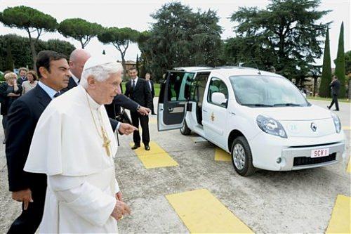 Папа Римский будет ездить на дачу в Renault Kangoo