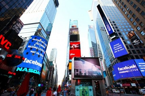 NASDAQ выплатит $10 млн. за чудачества во время IPO Facebook