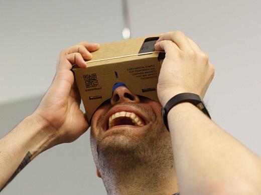 Слух: Google хочет выпустить конкурента Samsung Gear VR