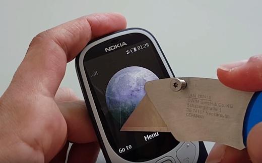 Видео: новый Nokia 3310 провалил тест на прочность