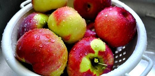 Ученые рассказали о том, как нужно правильно мыть яблоки