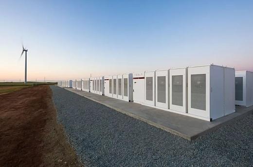 Илон Маск построил в Австралии самую большую батарею в мире