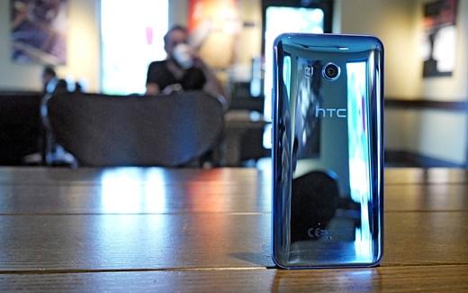 Следующий флагман HTC получит корпус из белого матового стекла