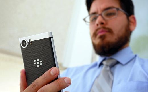 BlackBerry подала в суд на Facebook, WhatsApp и Instagram