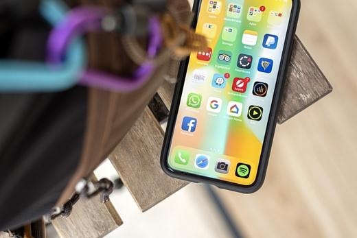 Слух: через 2-3 года Apple выпустит iPhone с искривленным экраном
