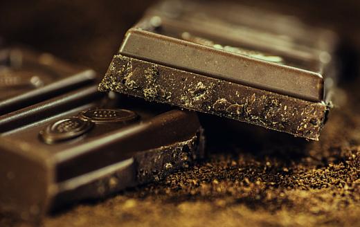 Ученые выяснили, что темный шоколад помогает справиться со стрессом