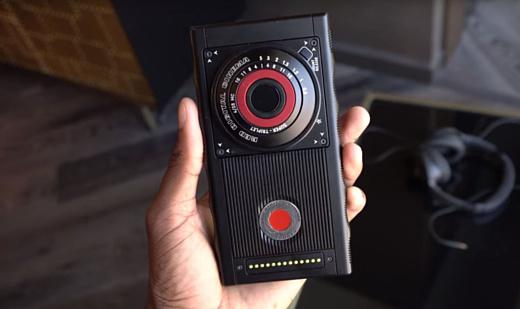 Начало продаж смартфона RED перенесли на август