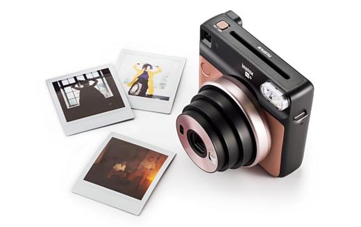 Fujifilm анонсировала аналоговую камеру Instax SQUARE SQ6
