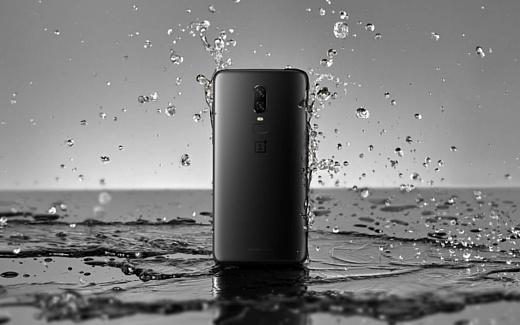Видео: OnePlus 6 протестировали на водостойкость