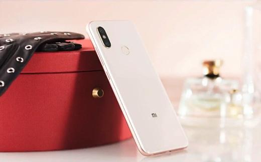 Xiaomi представила новый топовый смартфон Mi 8
