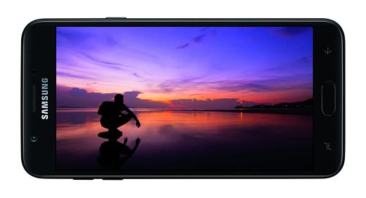 Samsung анонсировала бюджетные смартфоны Galaxy J3 (2018) и J7 (2018)