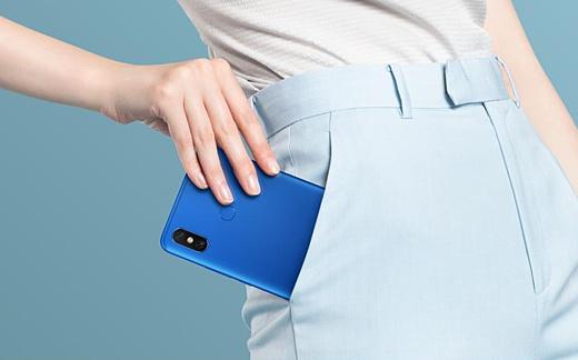 Xiaomi анонсировала Mi Max 3 с 6.9-дюймовым дисплеем