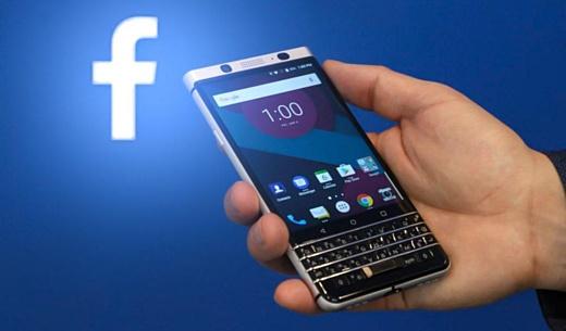 Facebook подала в суд на BlackBerry