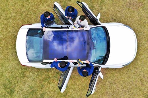 Hyundai и Kia продемонстрировали авто с крышами, оснащенными солнечными батареями