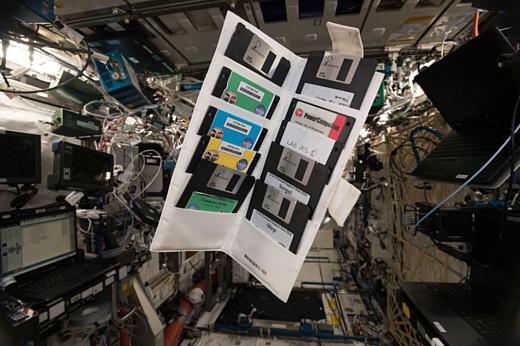 На МКС обнаружили несколько старых 3.5-дюймовых дискет
