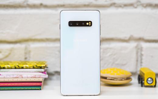 Себестоимость Samsung Galaxy S10+ оценили в $420