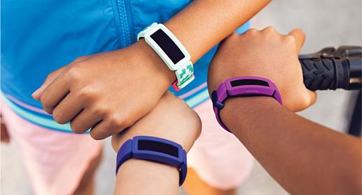 Fitbit показала детский умный браслет Ace 2