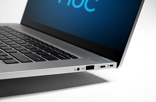 Intel продемонстрировала компактный референсный ноутбук NUC M15