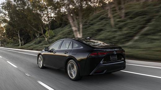 В следующем году Toyota представит электромобиль с твердотельными батареями