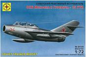 Моделист Советский реактивный истребитель МиГ-15УТИ 207230