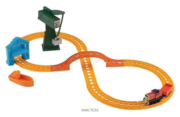 """Фотографии Thomas & Friends Набор """"Сэлти и Крэнки доставляют груз"""" серия Collectible Railway BHR95"""