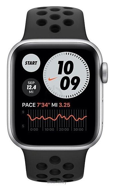 Фотографии Apple Watch Series 6 GPS 40mm Aluminum Case with Nike Sport Band
