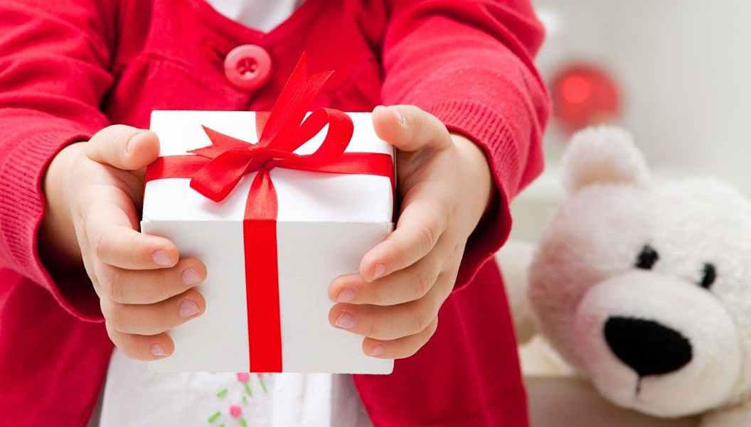 Новогодние праздники: выбираем подарки для детей
