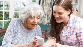 Топ-10 смартфонов и телефонов для пожилых людей