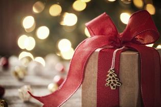 Новогодние праздники: выбираем подарки для родителей