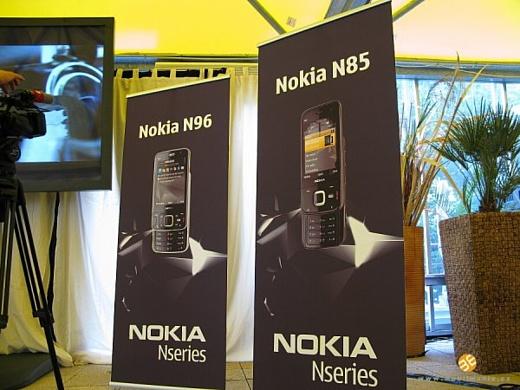 Первый взгляд на Nokia N85 и Nokia N79